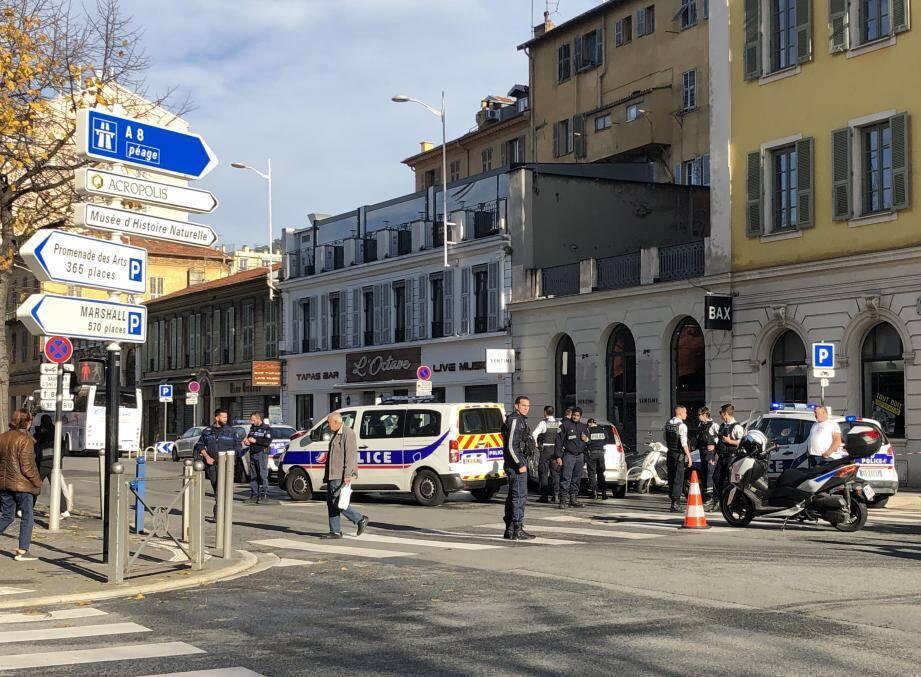Cet accident mortel est survenu en plein centre de Nice, au pied du musée d'art moderne et d'art contemporain.