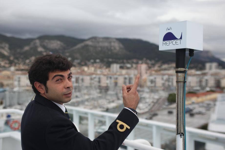 Pour développer l'outil Repcet, dont l'antenne est située sur le pont des navires, Souffleurs d'écume s'est appuyé sur l'aide du Parc national de Port-Cros et de l'accord ACCOBAMS.