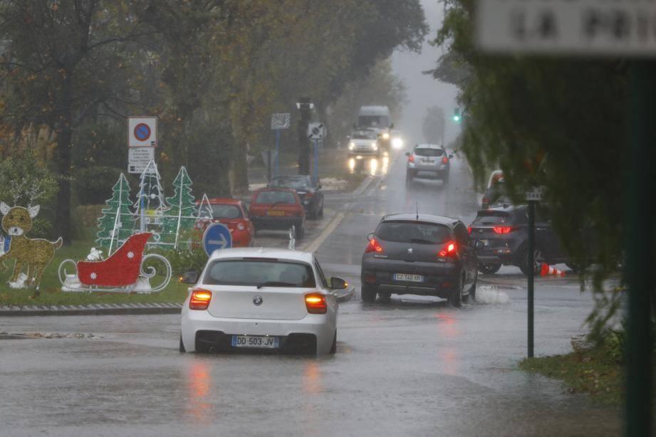 Inondations rue de la Frayère à Cannes.