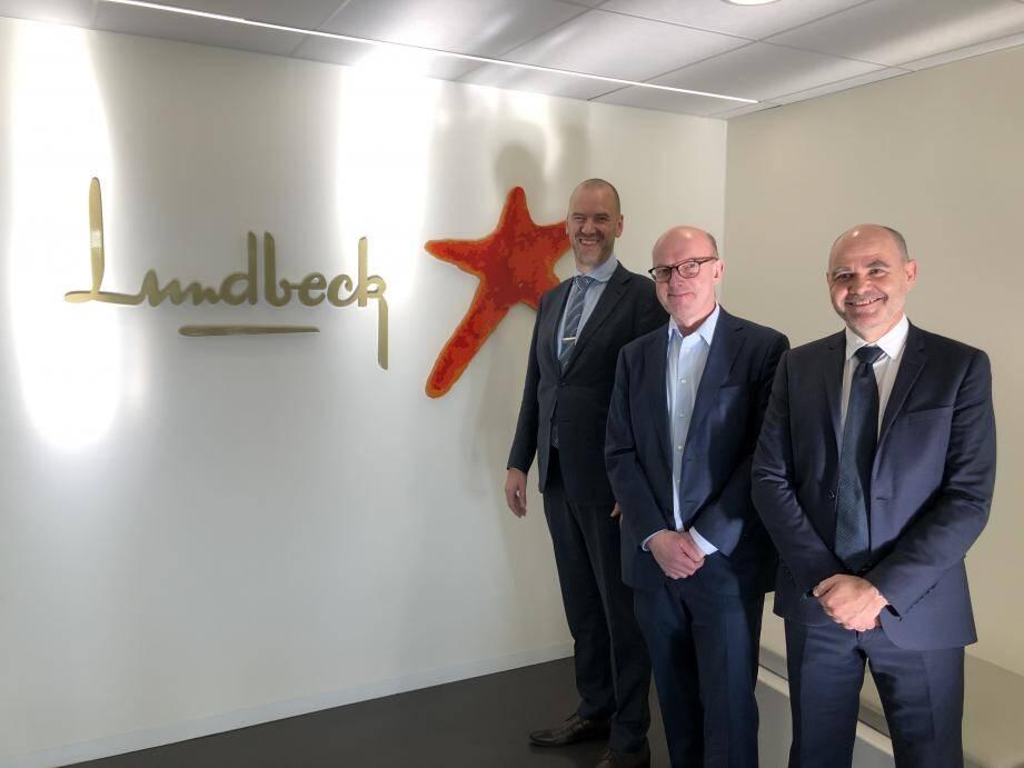 De gauche à droite. Bo Hilligsøe,  SV Pharmaceutical Production; Lars Bang  Executive Vice President Product Development & Supply; et Vincent Mermet-Lyaudoz, Managing Director Finished Goods Production France.