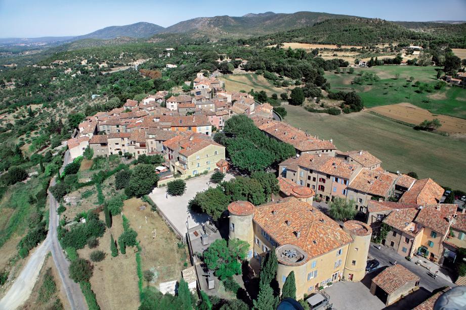 Vue aérienne de Tourtour.