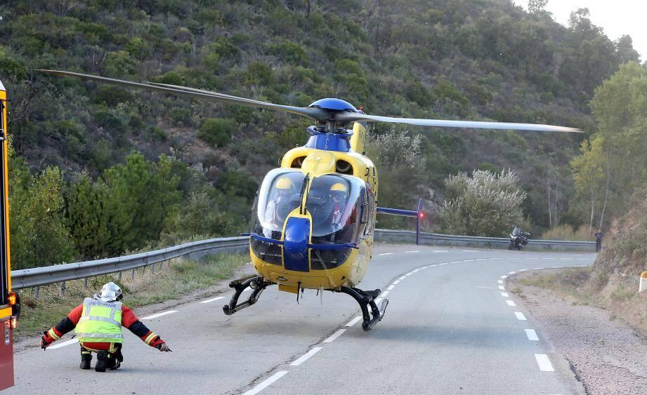 L'hélicoptère SPINAL90 a été dépêché sur place pour évacuer le motard (archives).