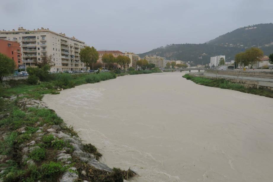 Le fleuve Paillon en crue.