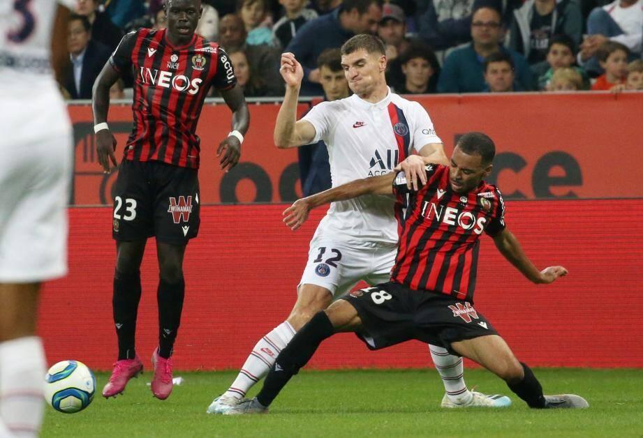 Alexis Claude-Maurice, ici à la lutte avec Thomas Meunier du PSG.
