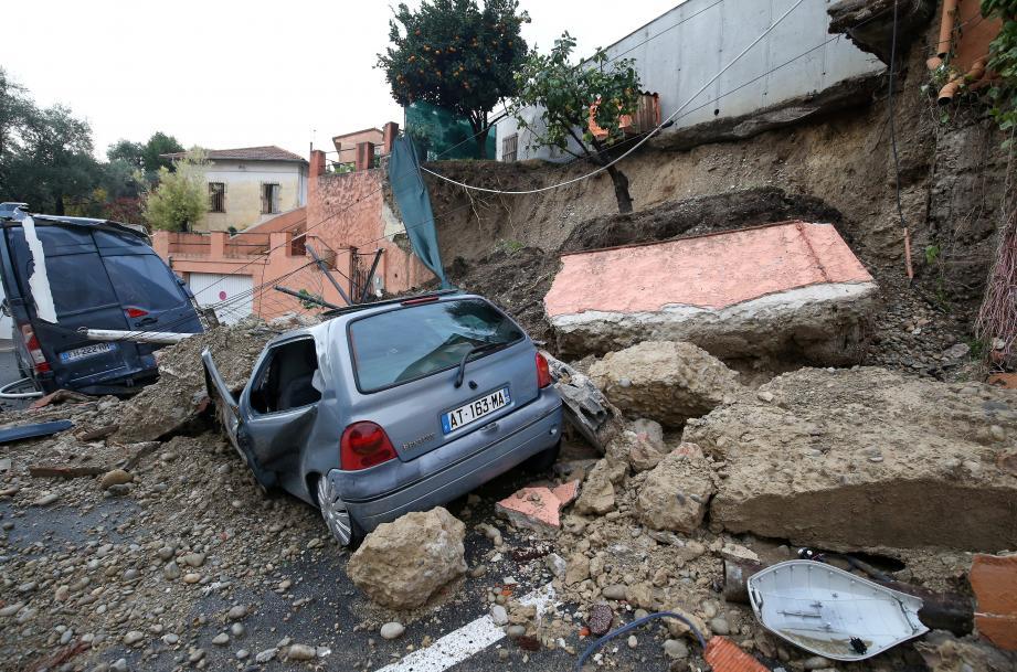 Un mur effondré à Nice nord rue Cernuschi