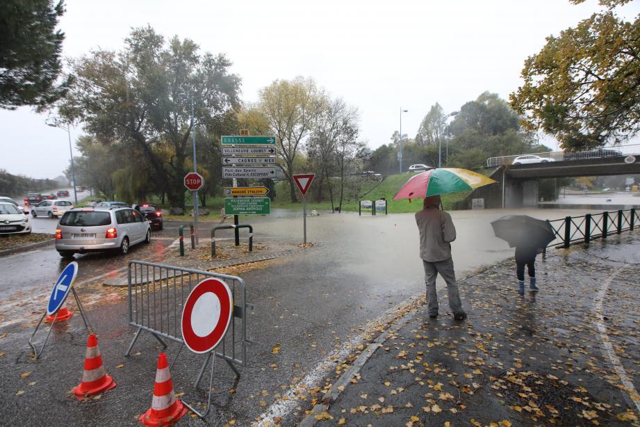 Le département est placé en alerte rouge pluie-inondations ce samedi.