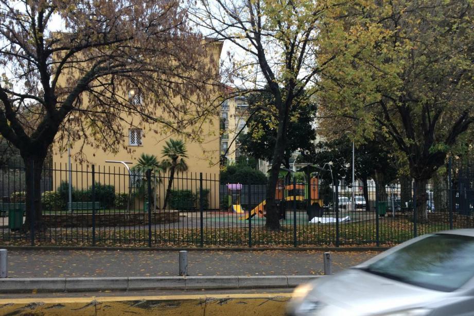 un sans-abri a été retrouvé sans vie mardi matin dans un square de Nice.