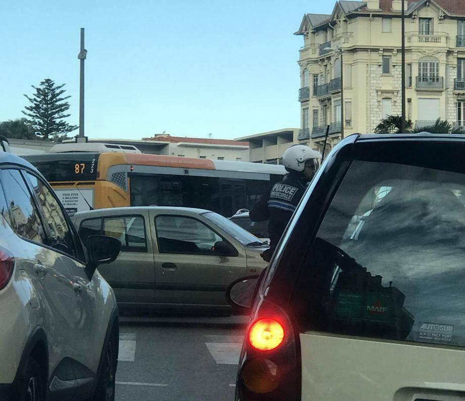 Importants bouchons ce vendredi à Nice aux abords du tunnel Liautaud, fermé.