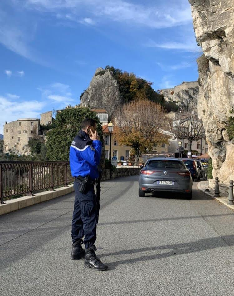 Le propriétaire, un homme d'une cinquantaine d'années, inconnu au village, s'est présenté vers 14h et a été entendu par les gendarmes.