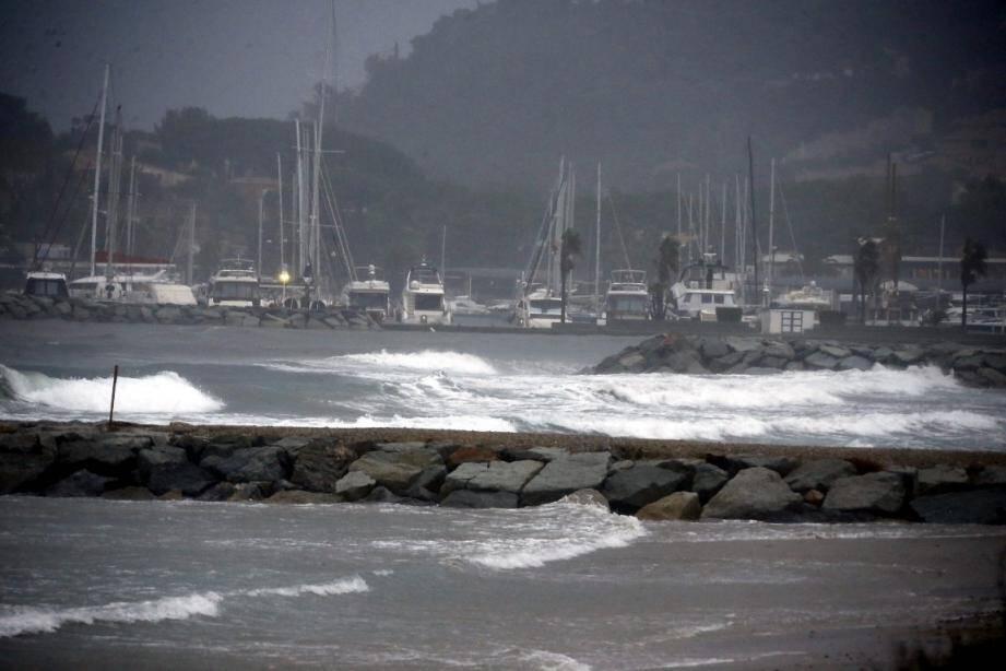 Le littoral de Cavalaire quelque peu chahuté, ce jeudi 14 novembre.