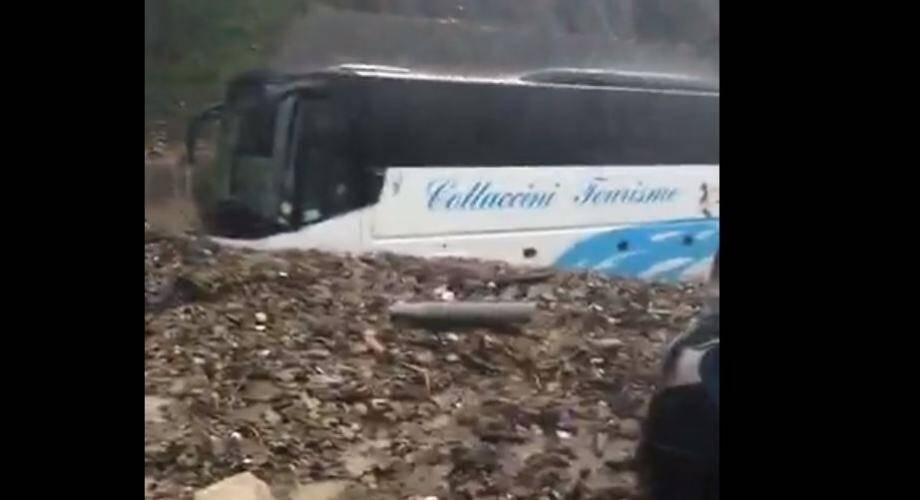 Une coulée de boue à Menton, plusieurs bus de tourisme touchés