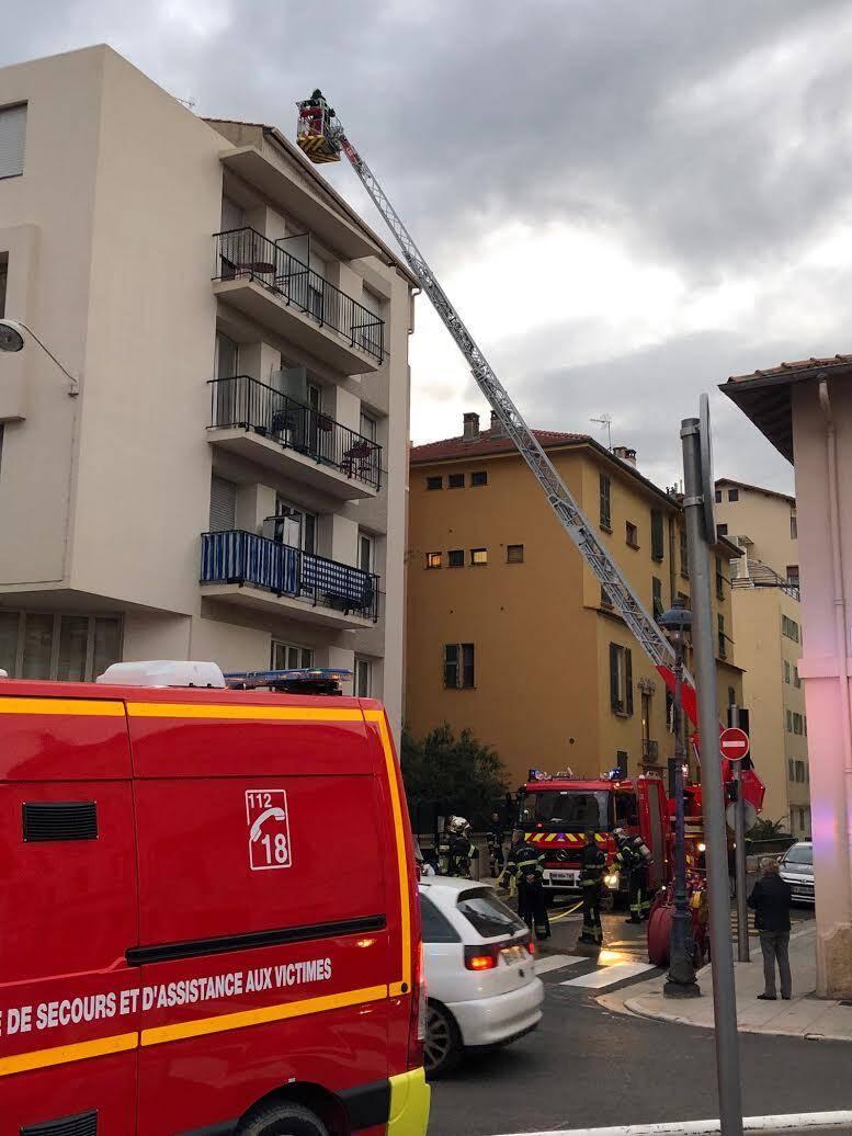 La grande échelle a été déployée à Nice-Nord ce jeudi après-midi.