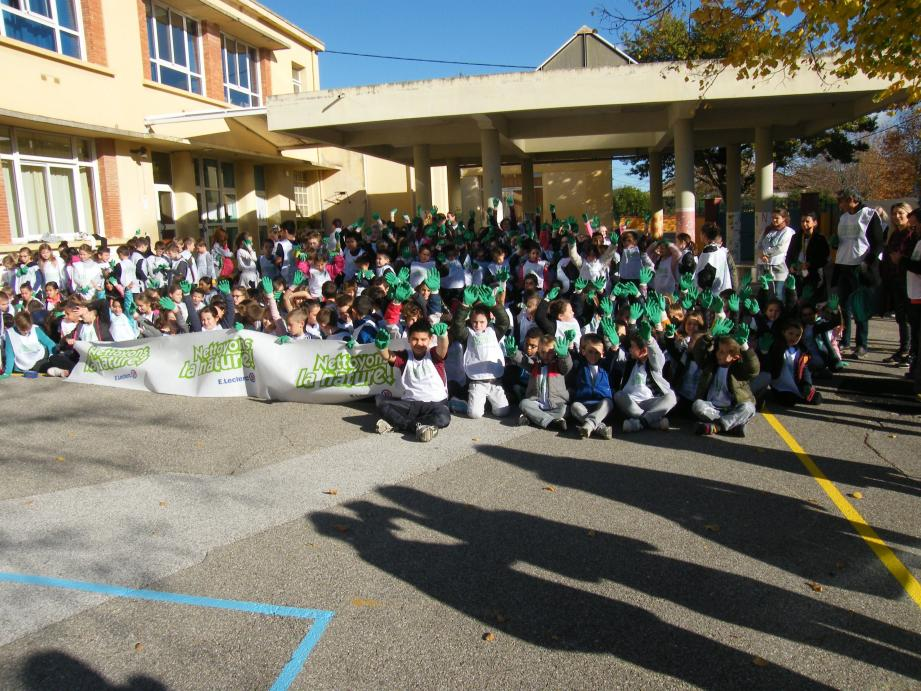 Juste avant le départ de l'école, des élèves motivés.