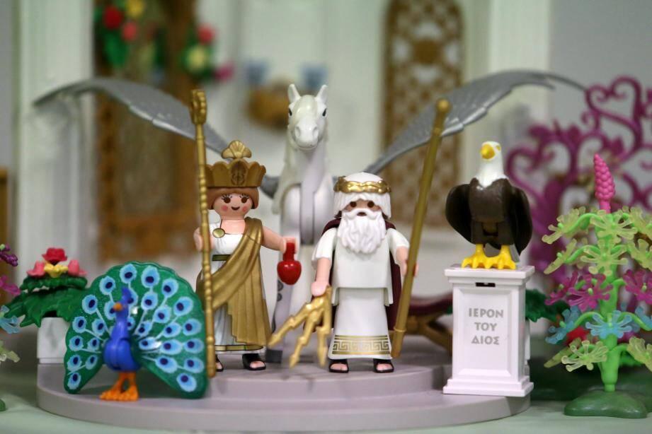 Les dieux de l'Olympe trônent sur l'exposition qui se veut ludique en retraçant les périodes de l'histoire.