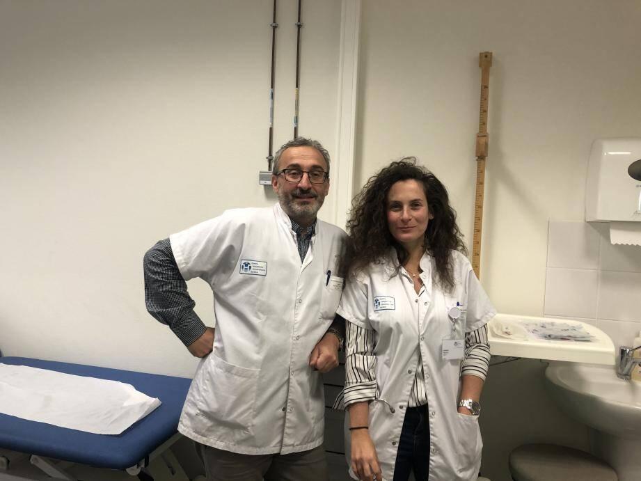 Si les résultats obtenus par le Pr Roux et le Dr Ferrero se confirment, le Méthotrexate, déjà utilisé dans la polyarthrite rhumatoïde, pourra être indiqué dans l'arthrose érosive digitale (en médaillon).