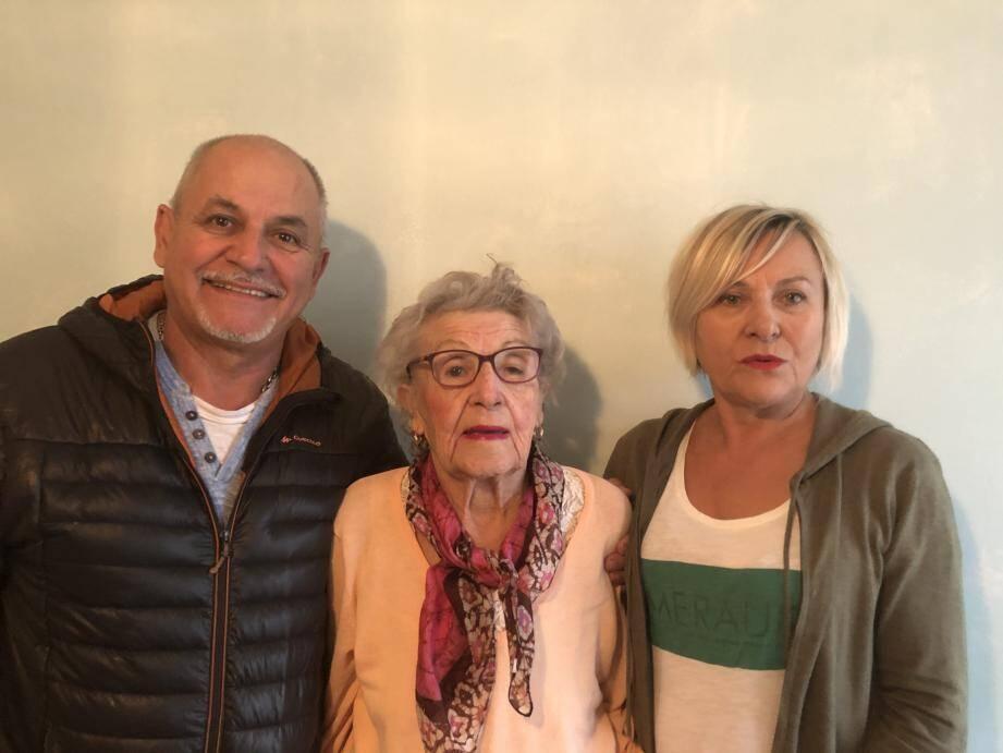 Yvette Olivari et ses enfants se recueilleront demain à Fréjus en hommage aux victimes.