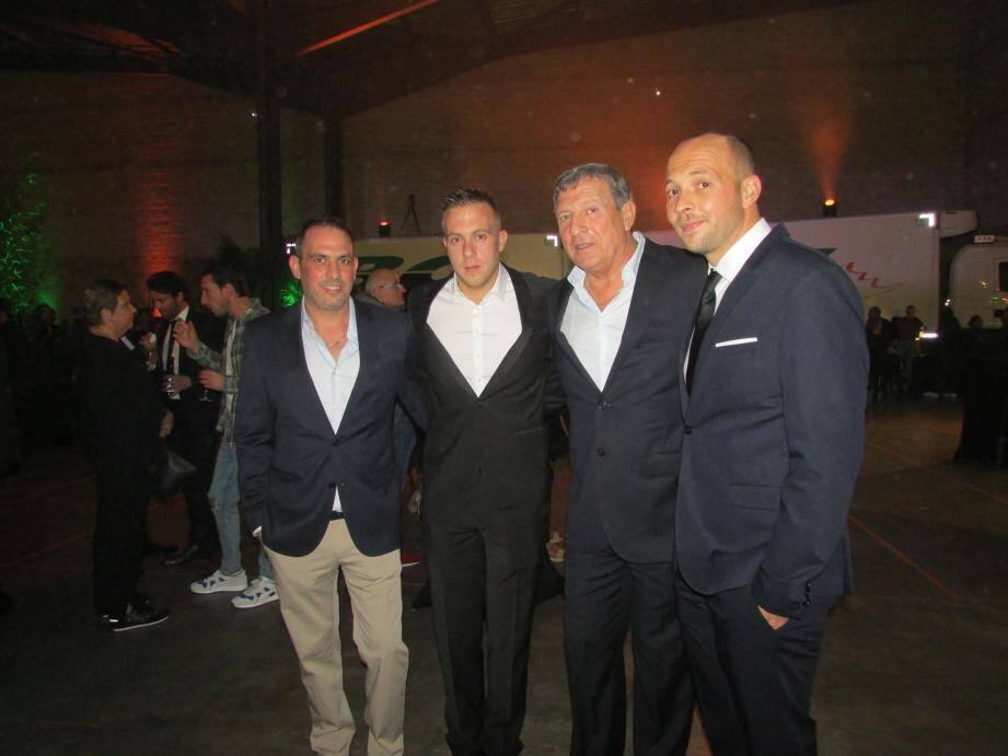 Après quinze ans auprès de leur père, Julien, Christophe et Alain fils lui succédent. Une transmission en douceur au sein de l'entreprise familiale.(Ph. Y.S.)