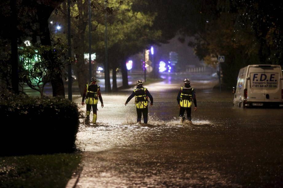 Les pompiers sont intervenus tout au long de la soirée.