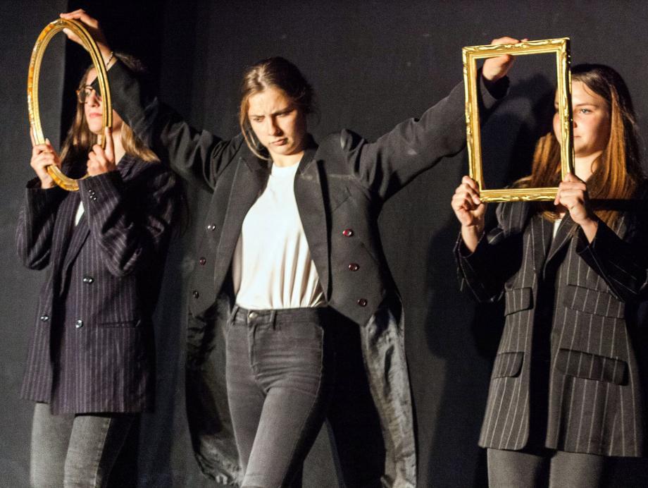 Les trois comédiennes Zoé, Clara et Lise.(DR)
