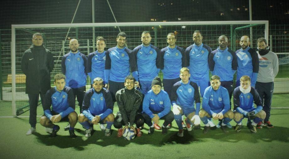 L'équipe fanion de l'US Pégomas avec à gauche, l'entraîneur, Sofiane Bousdira.
