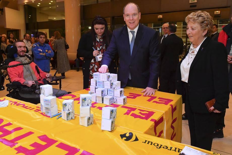 Le prince Albert II a inauguré, hier, cette 33e édition du Téléthon Monaco, mettant même la main à la poche pour la bonne cause.