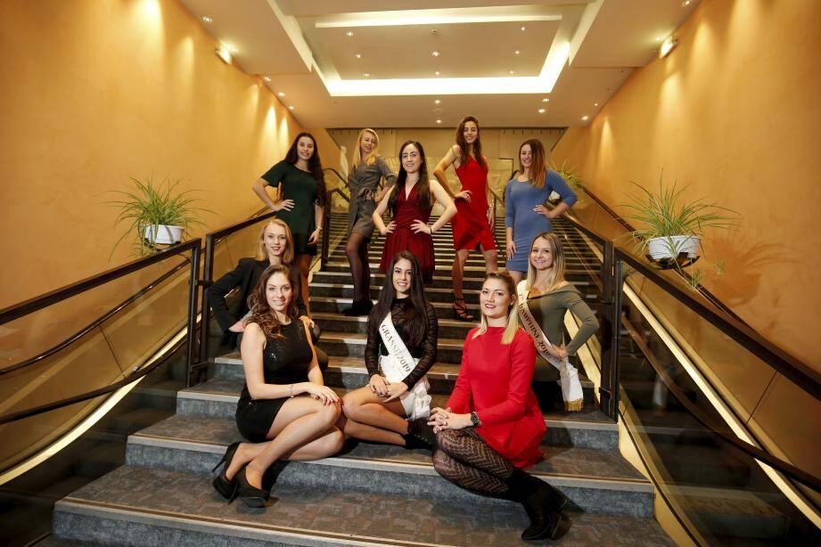 Layal Sarde, Marina Guillard, Lou Royal, Amy Alluis, Lisa Laurent, premières candidates à Miss Grasse 2020, en compagnie d'Anne Oggio, Noémie Boussé (Miss 2019), Anaïs Leprêtre (Miss 2016) et leurs dauphines.