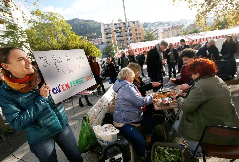 Café et soupe étaient préparés, hier, place Saint-Roch, où les habitants étaient invités à venir exprimer leurs souhaits pour leur quartier.