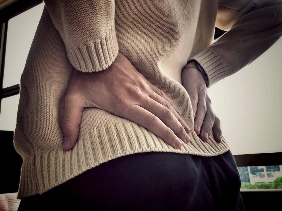 Le kyste pilonidal peut faire très mal : la douleur est causée par l'inflammation. Il faut impérativement opérer pour éviter que cela ne se réinfecte.