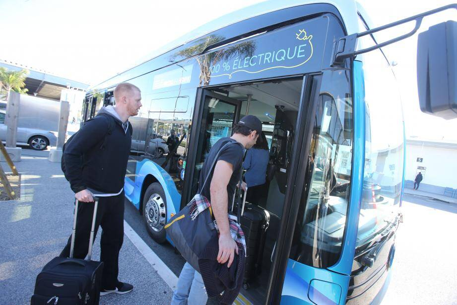Les navettes passagers 100 % électriques sont arrivées à l'aéroport de Nice.