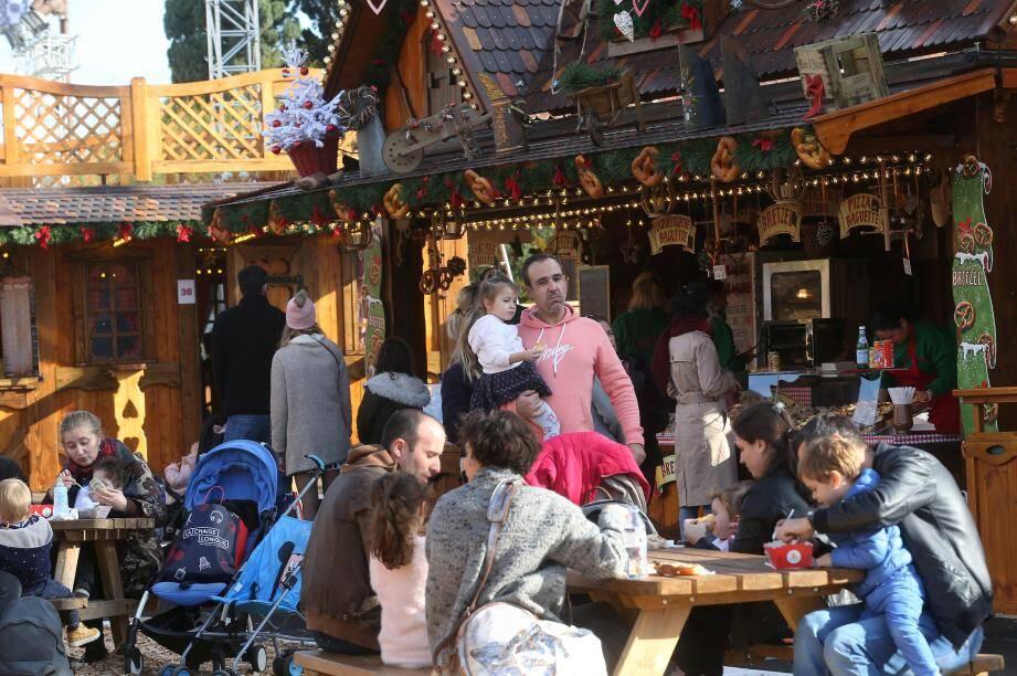 Le village de Noël fait le plein depuis son ouverture jeudi.