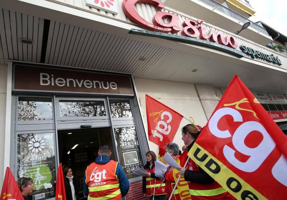Mobilisation devant le Casino de Comte-de-Falicon, hier matin, à Nice-Nord.