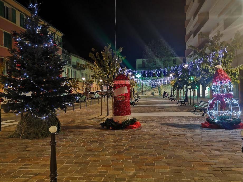 La commune a été mise en lumière, avant de lancer les festivités de Noël, dès aujourd'hui.