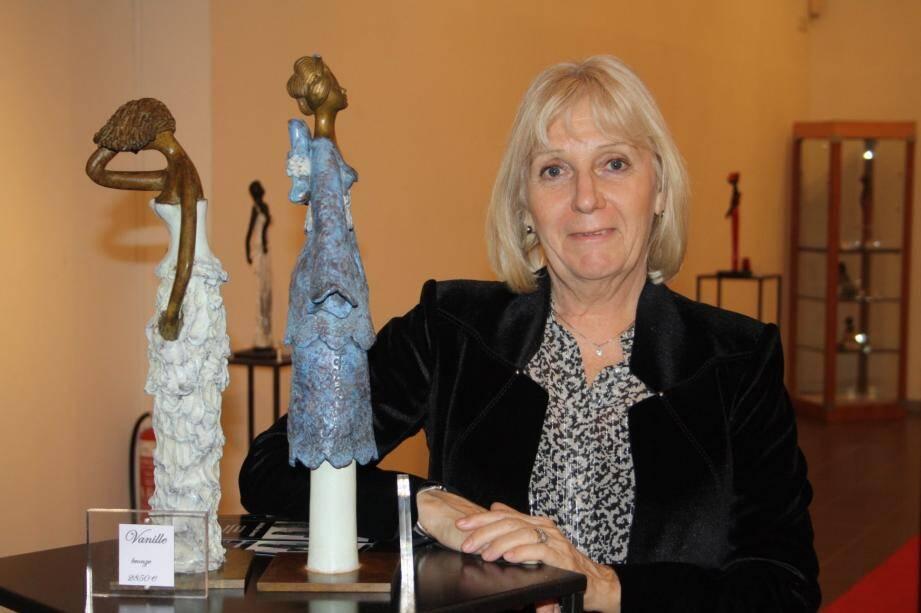 L'artiste céramiste Christine Lavoute présente une trentaine de sculptures de femmes.