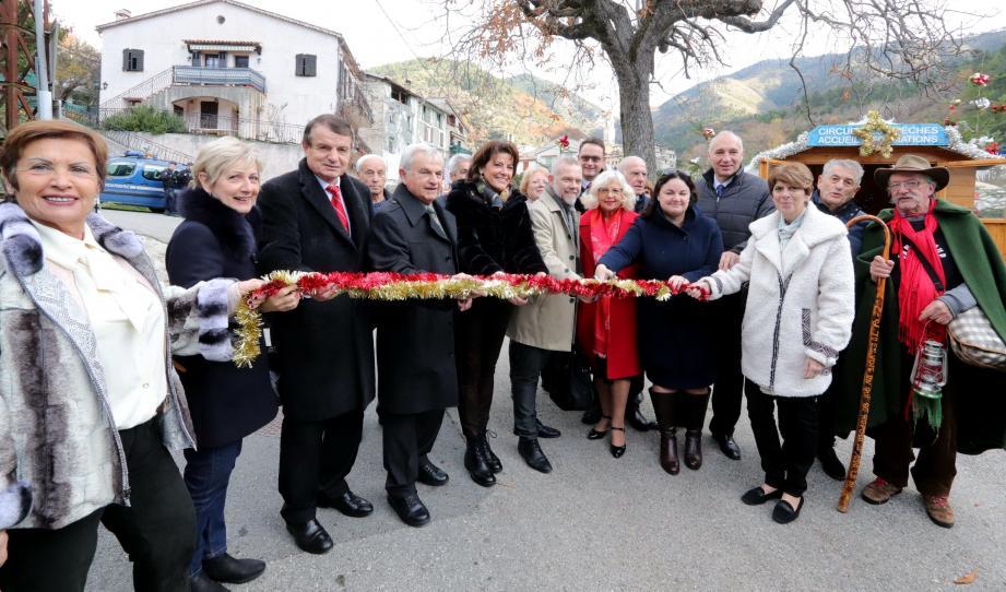 Autorités et élus ont inauguré samedi le 22e Circuit des crèches de Lucéram.