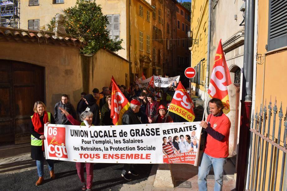 Le cortège des organisations syndicales est passé par les rues du centre-ville avant de rejoindre la place du Petit-Puy.