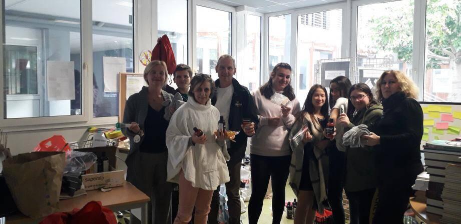 Pendant une semaine, les élèves ont apporté des denrées alimentaires, des produits d'hygiène et des objets qu'ils n'utilisaient plus, dans le cadre d'une grande opération de solidarité au lycée.