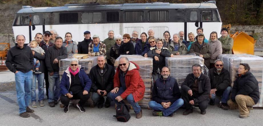 Le week-end dernier les petits producteurs ont réceptionné 16 000 pots de crème de châtaignes des Grés d'Annot en vente pour les fêtes de fin d'année.