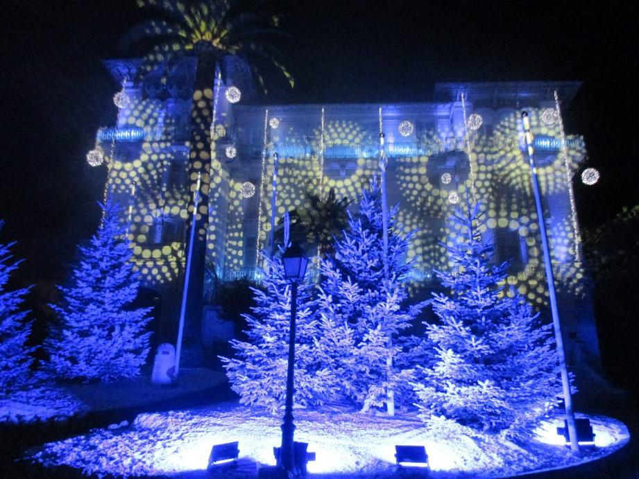 Depuis 19 ans, l'hôtel de ville est le théâtre d'un spectacle de Noël magique.