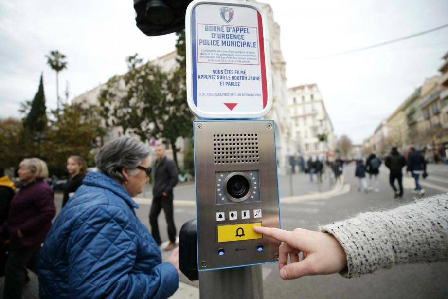 Pour signaler un problème, il suffit d'appuyer sur le bouton jaune. Photo Dylan Meiffret