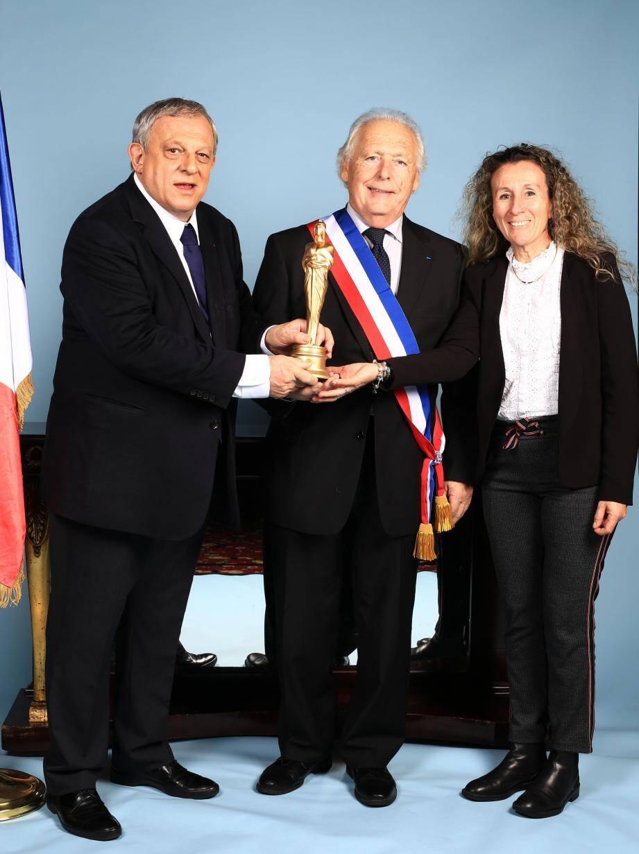 Le maire, Antoine Véran, a reçu la Marianne d'Or dans la catégorie développement durable.