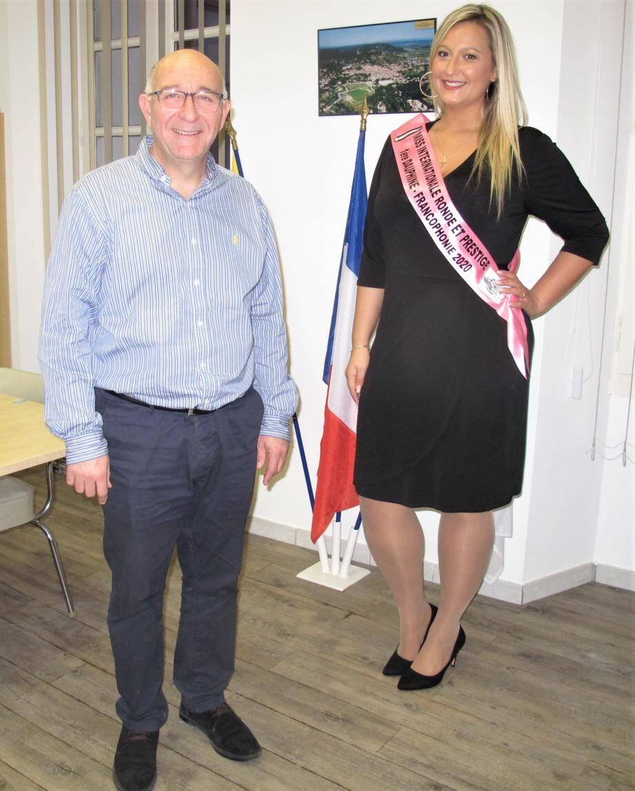 Leslie a été reçue par le maire, Thierry Bongiorno, qui l'a félicitée pour son remarquable parcours à Gonnesse.