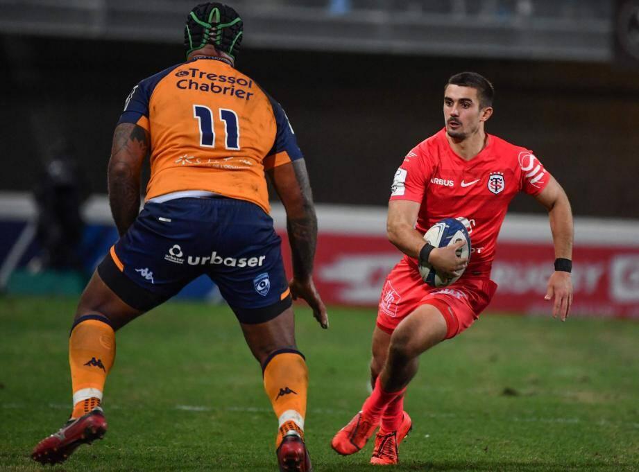 A l'image de Thomas Ramos, qui contourne ici la muraille Nemani Nadolo, le Stade Toulousain fonce vers les quarts de finale.