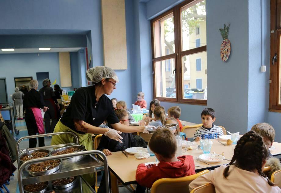 175 repas sortent chaque jour de la cuisine centrale municipale. L'annonce de la directive a été prise comme un challenge qui a été relevé haut la main.