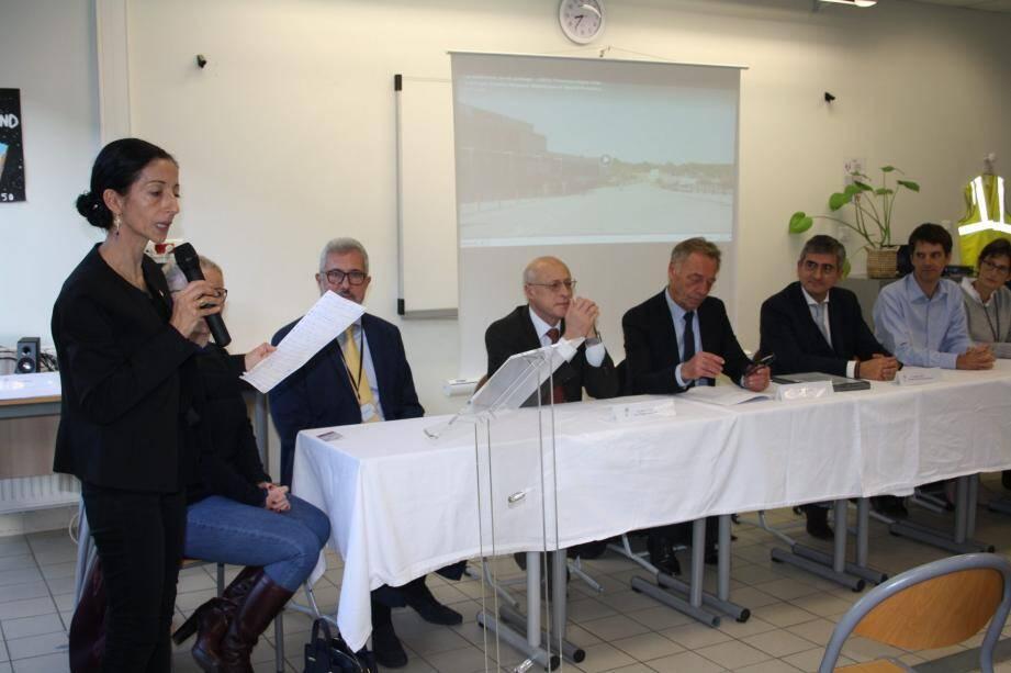 Aux côtés de la principale, Malika Elhabiri, on notait la présence des chefs d'entreprise et des collèges de Valbonne et Biot, du représentant du recteur et du maire, Michel Rossi.