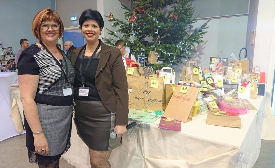 Marie cousue main et Johanna Ballager à l'initiative de l'association Aux mains d'or, une histoire de famille...