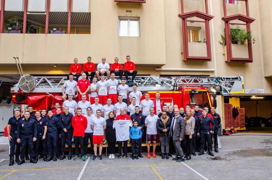 Une cinquantaine de pompiers et carabiniers ont couru le Giru de Natale pour soutenir l'association Monaco Liver Disorder.