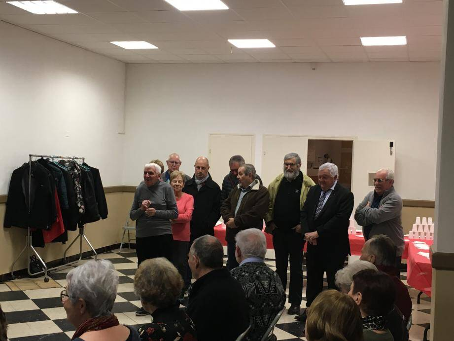 Robert Oberto entouré des membres du bureau et des élus.