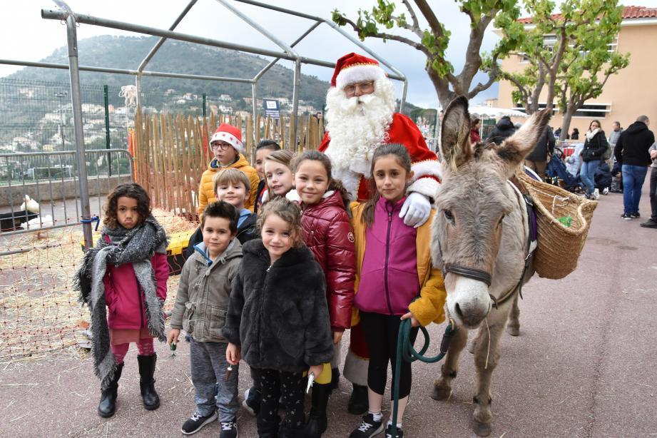 Les animaux de la ferme et le Père Noël avec son âne chargé de friandises ont eu les faveurs des plus petits.