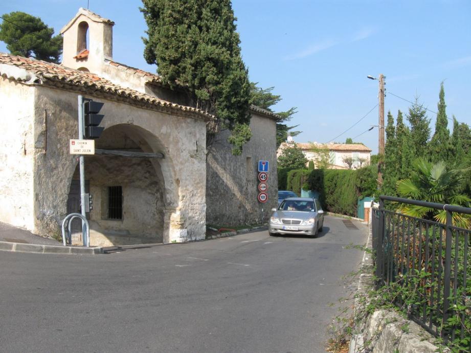 Le but de la première tranche de travaux est de déplacer la chaussée existante à l'ouest de la chapelle.