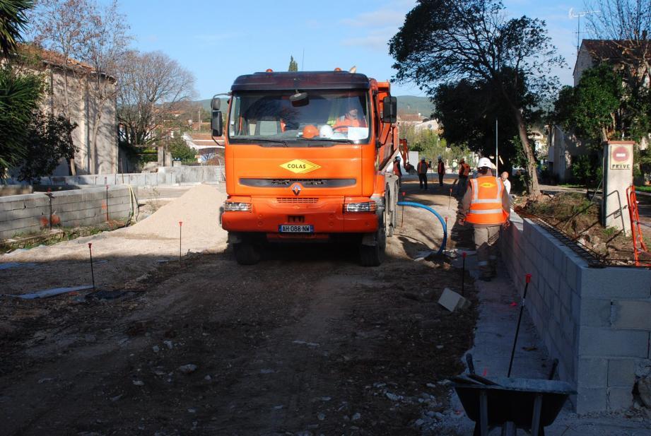 L'entrée des véhicules se fera par l'avenue du Général-de-Gaulle et la sortie par l'avenue Carbonnel.
